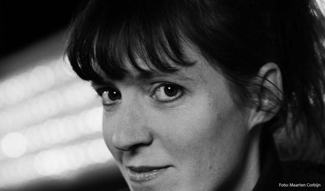 Janneke de Bijl won de jury- en publieksprijs van het festival Cameretten. Op 18 januari staat ze samen met de andere finalisten in De Weverij, Zierikzee. FOTO: PR