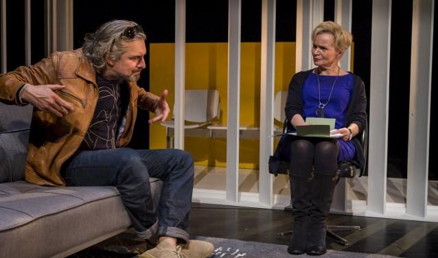 Ger Thijs, een van de belangrijkste toneelauteurs van ons land en onder meer bekend van het prachtige 'De Kus', schreef speciaal voor Victor Reinier en Renée Soutendijk een treffend toneelstuk