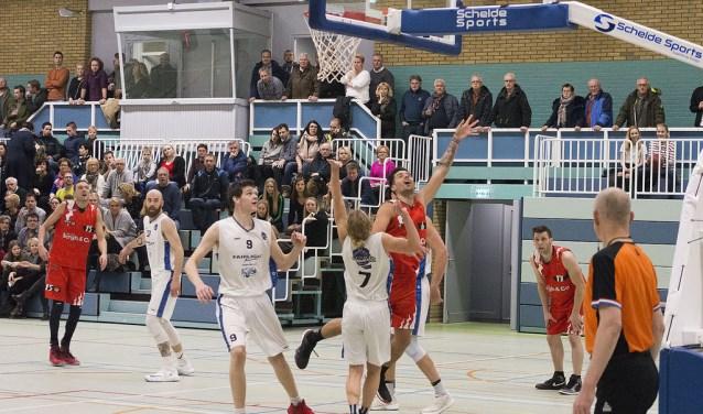 Scores: Patrick Both: 15 punten, Niels Plieger: 15 punten, Martijn Both: 12 punten, Peter van de Stelt en Stan Bruijstens: ieder 6 punten, Jasper van Houwelingen: 5 punten, Joep: 3 punten en Jimmy van Leeuwen: 2 punten.
