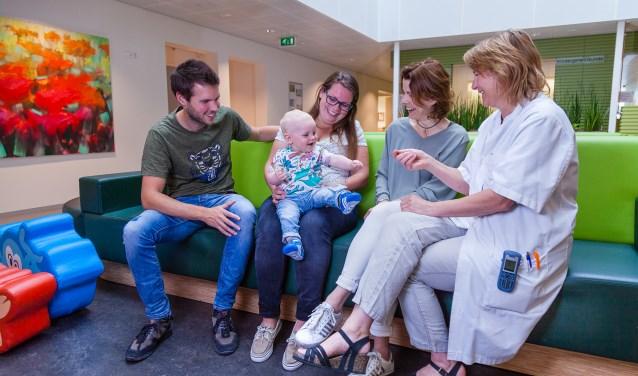 Het gezin blijft altijd bij elkaar in het Moeder- en Kindcentrum. Voor Milou en Nick voelde het vertrouwd en vanzelfsprekend dat hun oudste zoon Tom de hele tijd bij hen bleef.