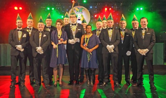 De president van carnavalsvereniging Sint Anneke en de Raad van Elf.