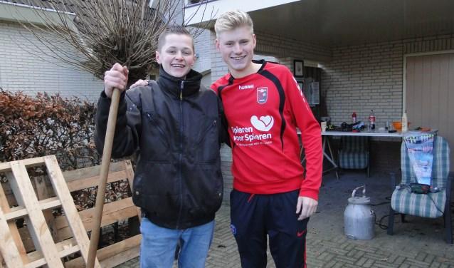 Menno Korlaar (rechts) en Kasper van Meerveld uit Terschuur hopen in 2018 allebei op een succesvol verlopende opleiding. (Foto: Leo Polhuys)