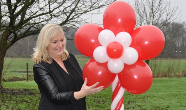 Diana van de Burgt maakt ballondecoraties (Foto: Cockie Kremers).