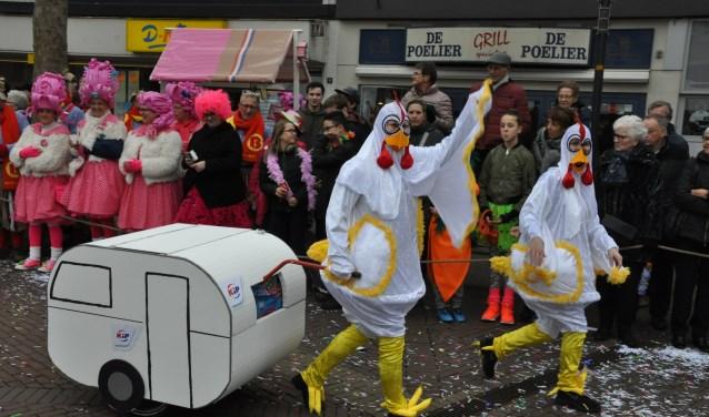 Deze twee kippen hadden vorig jaar vast niet door dat ze langs de poelier liepen? (foto: PR)
