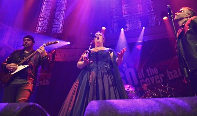 Operazangeres Karlijn van Baardewijk in Paradiso met het nummer Miss Sarajevo
