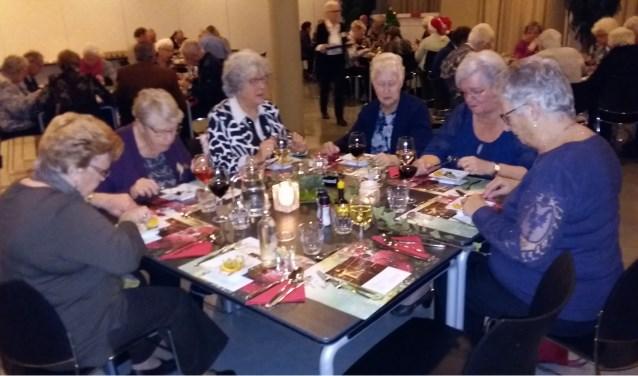 Ook rond de feestdagen konden de ouderen gezellig samen tafelen in Cascade.