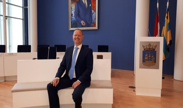 Engbert Stroobosscher in de Veenendaalse raadzaal, waar hij na de verkiezingen van 21 maart weer een zetel hoopt te bemachtigen. (Foto: Jaap Pilon)