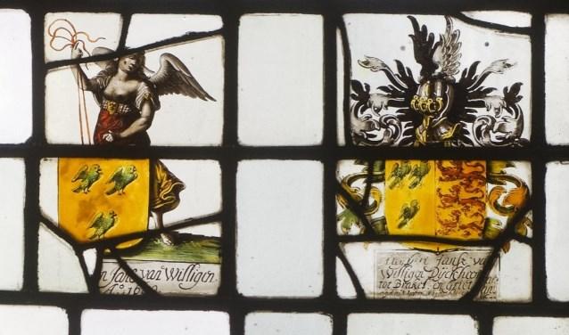De gebrandschilderde ramen bleken in een Neo-Renaissance gebouw in Amsterdam te zitten. Hoe de ramen daar terecht zijn gekomen, blijft voorlopig nog een raadsel. Je kunt de ramen bekijken via www.vierheerlijkheden.nl.