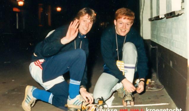 Joop Verbruggen en William Toonen, de eerste winnaars van de Elfkroegentocht in 1986 (Foto: archief Elfkroegentocht).