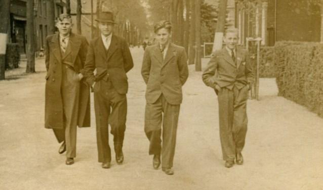 Drie maal Chris Jacobs (en waarschijnlijk Toon Maas) (Foto: familie Jacobs, collectie BHIC).