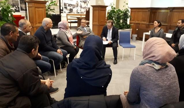 Burgemeester Koos Janssen en wethouder Marcel Fluitman spraken op 8 december met zo'n twintig nieuwkomers die de afgelopen twee jaar in Zeist zijn komen wonen. FOTO: Gemeente Zeist