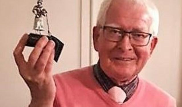 Tijdens de nieuwjaarsreceptie van musicalvereniging NEXT kreeg Sjaak Kerkhof Dun Opsteker uitgereikt.