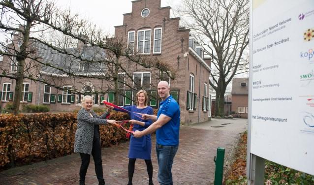 De Eper organisaties Koppel en SWO/E zijn per 1 januari samengegaan tot Koppel-Swoe. Koppeldirecteur Marian Kemper, haar collega Vincent Rotman en Bernadette Kodden (cliëntondersteuner bij SWO/E) vertellen: 'Nog meer dan voorheen zoeken we naar verbindingen'.