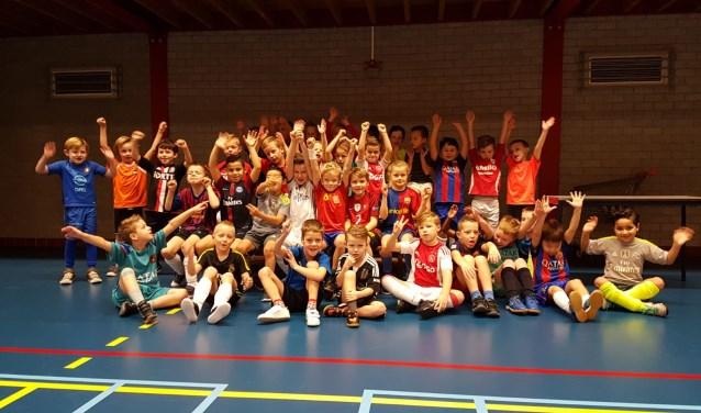Meer dan 350 enthousiasme spelers konden hun energie kwijt in de Thijs van der Polshal. Er werd enthousiast gevoetbald door zowel de jongste jeugd van de 4 x 4 tot de spelers van de JO19.