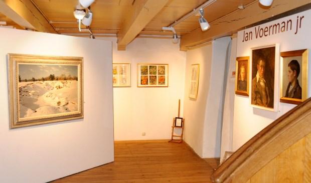 De Jan Voerman junior-zaal, zoals die nog tot en met zondag 14 januari te bekijken is. Daarna maken het Sneeuwlandschap - hier in beeld - en de andere werken van Jan Voerman junior even plaats voor de werkzaamheden. (foto: Voerman Museum Hattem)