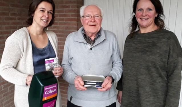 Saskia Monna en Dhr. Rietdijk -beiden organisator en collectant- en Lisette van Beekom -Regiovertegenwoordiger- zetten zich al vele jaren in voor de Hersenstichting