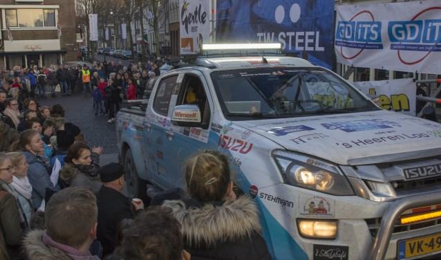 De finish van The Arctic Challenge vindt plaats op de Markt in Zaltbommel. Daar staat een podium van 35 meter lang en 12 meter diep waar de deelnemende auto's overheen rijden.