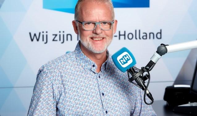 """Uitvaartondernemer en radiomaker Koop Geersing: """"De zondag is voor velen een bijzondere dag. Ik wil in mijn programma de dag graag beginnen met een mooi gesprek aan de ontbijttafel over leven en dood, met een glimlach."""""""