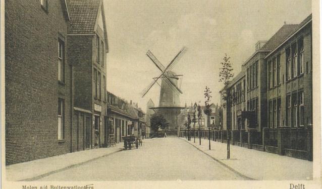 De Athonie Heinsiusstraat met rechts de twee scholen