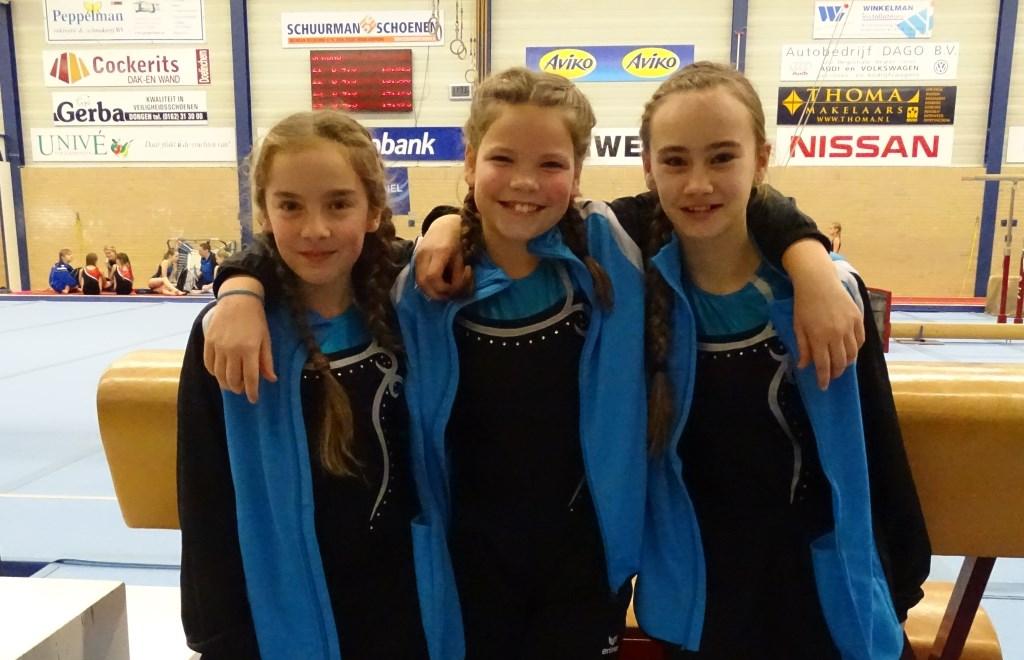 Vier turnsters van gymnastiekvereniging ALDO uit Westervoort debuteerden afgelopen weekend in Doetinchem in de 5e divisie. Op de foto v.l.n.r.: Didi Bongers, Mara Tacke en Demi van der Veen.