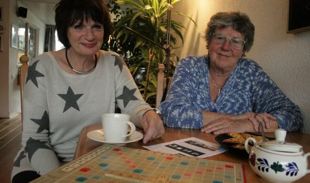 Thea Erkens (links) en Ria Boekhorst van het Taalcafé Oosterbeek. Foto: Kees Jansen