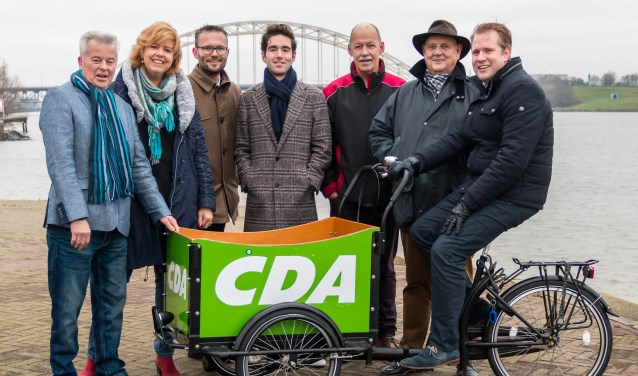 Van links naar rechts:Jan de Kok, Margreet de Deugd - Bos, Arjan Kraijo, André Groenendijk, Hans van Ommen, Arie van 't Zelfde, Arco Strop. (Foto: Privé)
