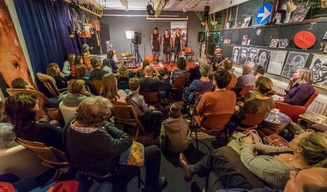 Trio Bel Ami:Anita van soest, Miranda van Soest, Ilse GabelFOTO: Hans Lebbe