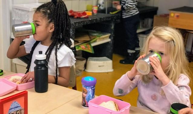 Schoolsoepie ontwikkelde diverse smaken soepen, met minimaal 75 gram biologische groente. Kinderen uit de leerlingenraad hebben hun vijf favoriete smaken Schoolsoepies gekozen.