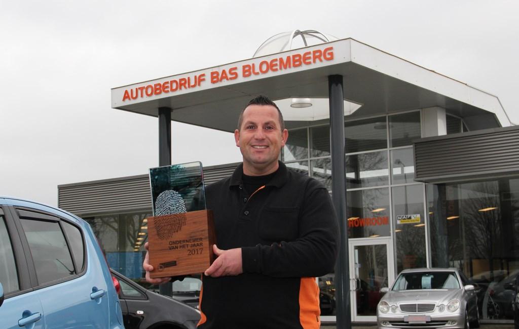 Bas Bloemberg (37) is een geboren en getogen Westervoorter die altijd 'in de auto's' heeft gezeten. Op vakantie in Gran Canaria kreeg hij vorige week donderdagavond het goede nieuws te horen: Westervoortse ondernemer van het  jaar 2017.