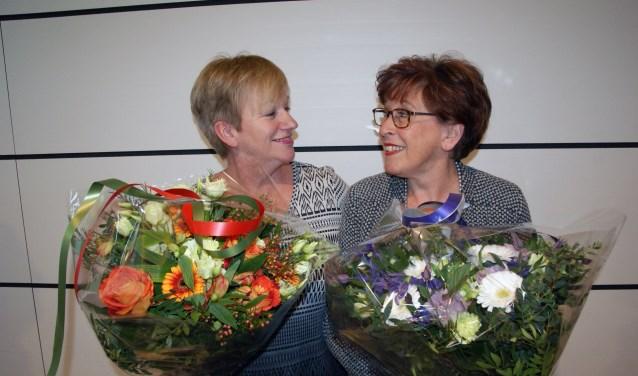 """Änny en Lenie zijn het er over eens: """"Het waren mooie jaren!"""" FOTO: Kees Broekman"""