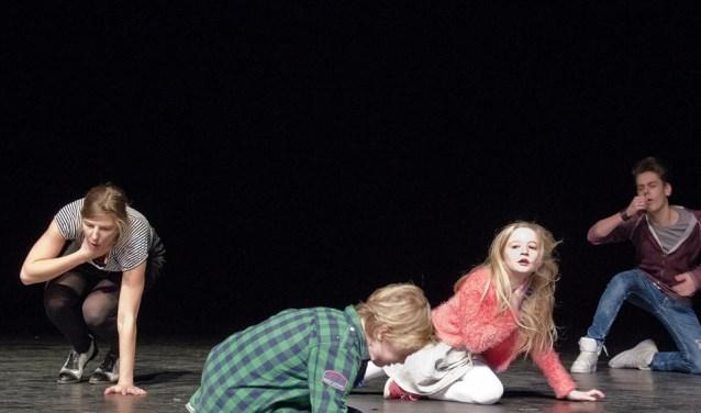 Jeugdige acteurs in actie. (Foto: Colette Lukassen)