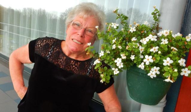 Hennie Elbers- Hordijk bewaard goede herinneringen aan het Sportfondsenbad Zuid waar ze jarenlang zwemles gaf, meetrainde met de Olympische ploeg in 1964 en zelf menig baantje trok. Foto: Joop van der Hor