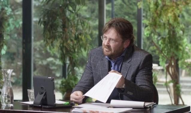 Mr. John Reid zoekt nieuwe geschillen en zakelijke conflicten voor zijn populaire televisieprogramma De Rijdende Rechter.