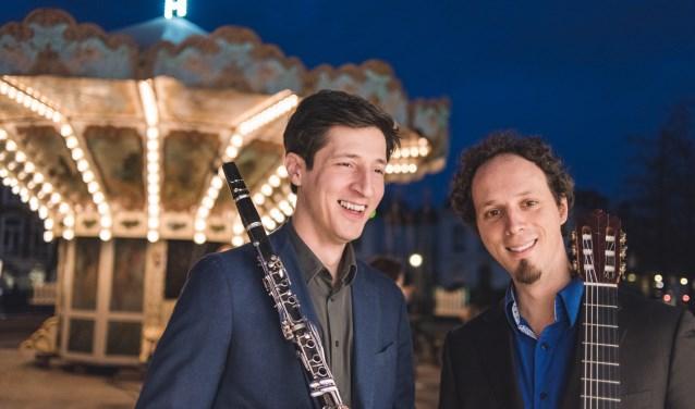Gitarist Izhar Elias is opnieuw te gast bij KunstKring Ruurlo. Dit keer samen met klarinettist Levan Tskhadadze. Foto: Christopher Pugmire