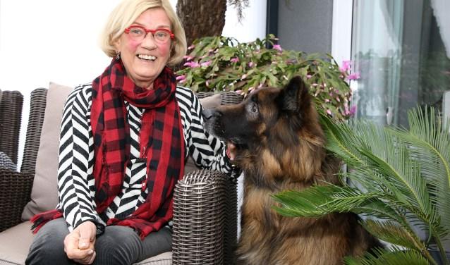 """""""Hier woon ik tijdelijk erg graag en loop zó met mijn hond Compay de natuur in.""""FOTO: Theo van Sambeek."""