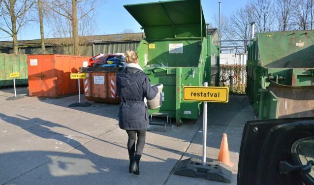 De inwoners van Montfoort zijn over het algemeen erg positief over het personeel van het afvalBrengstation op de gemeentewerf aan het IJsselveld. (Foto: Paul van den Dungen)