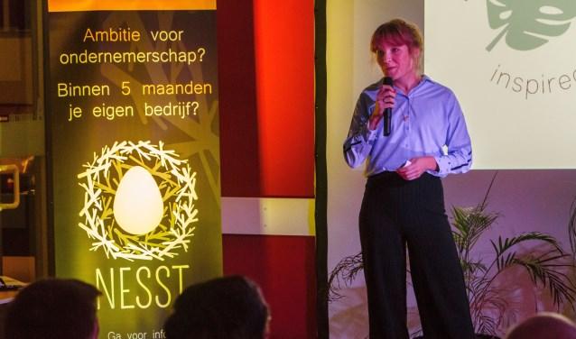 Stichting NESST wil jonge ondernemers ondersteunen in de beginfase van hun onderneming. Onlangs zijn de afgeronde ideeën in The Cee Spot in Enschede gepitcht met een Dragons' Den. Foto: Felix Dransfeld