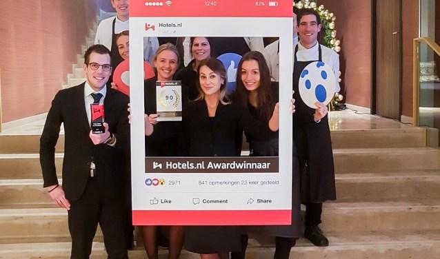 Vreugde bij Van der Valk Enschede na het winnen van award 'beste hotel van Overijssel'.
