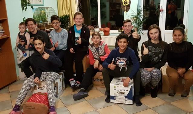 Een deel van de kinderen in familiekindertehuis Tinkerbell, die dankzij de steun van de Stichting Roemeense Kinderhulp een toekomst hebben. Meer donateurs - en sponsors zijn hard nodig. (Foto: Nienke van Toor)