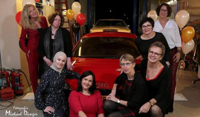 Op de foto: Ingrid Hilgeman, Diana de Winter, Karin van Duin, Marjon Schouwenburg, Marja de Zwart, Tahani al Abdo, Marcella ten Kortenaar, Marlies Bol. (FOTO:  Michael Dinger)