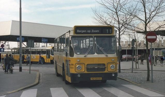 In april 1981 werd op het Stationsplein in Breda deze destijds nieuwe BBA-streekbus richting Bergen op Zoom gefotografeerd door Jan Vrijs.