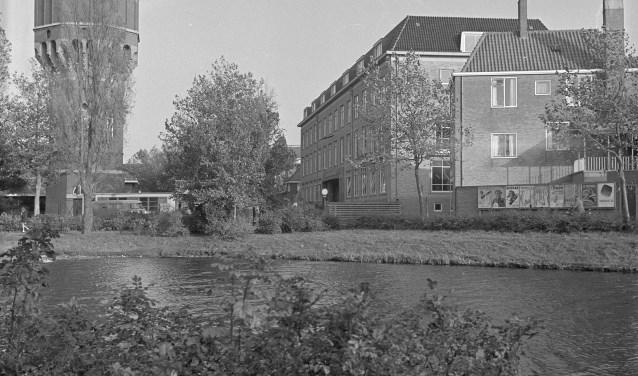 Watertoren en Generaal Majoor Berghuijs Kazerne. De kazerne is in 2003 gesloopt omdat er een theater moest komen. Het is nu wachten op voldoende verkoop om er een appartementengebouw te bouwen. Foto: PZC