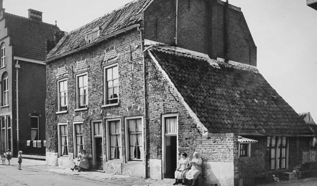 In Politieverhalen lees je iedere maand een nieuw verhaal van Henk Poelakker. Zijn vader was werkzaam bij de Rijkspolitie in Twente en het Land van Heusden en Altena.