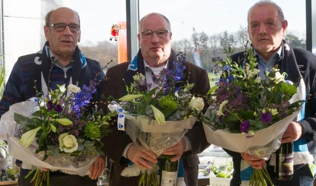De broers Jan (65 jaar lid) en Henk (60 jaar lid) Kruisselbrink samen met Herman Damkot (60 jaar lid)
