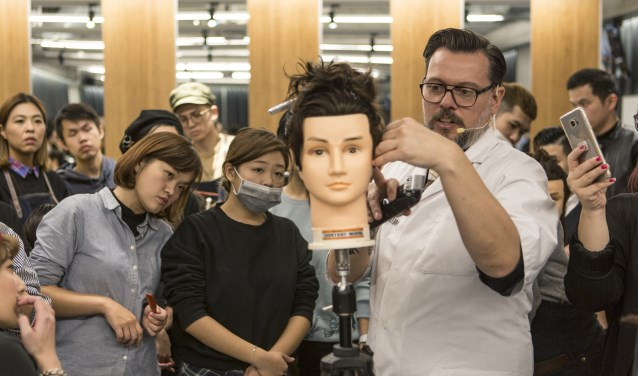 Rob Slaats geeft een workshop in Taiwan (Foto: eigen foto).
