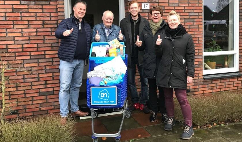 Winnaar D.A. Veldhuis met leden van de Ondernemersvereniging Neede.