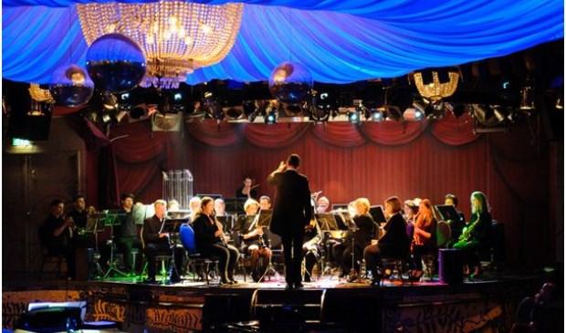 Koninklijke Harmonie Haarsteeg tijdens een optreden.