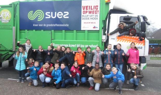 De leerlingen van groep 7 van Brede School Lingewaard tijdens de Veilig op Wegles. Eigen foto
