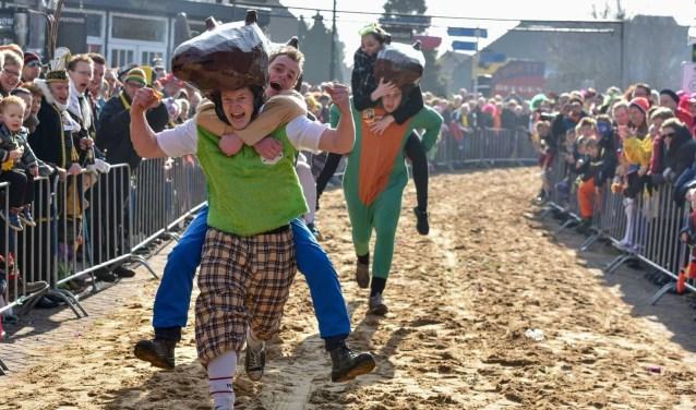 Het Knakworstrennen in Beugen vindt ook dit jaar plaats op carnavalszondag.