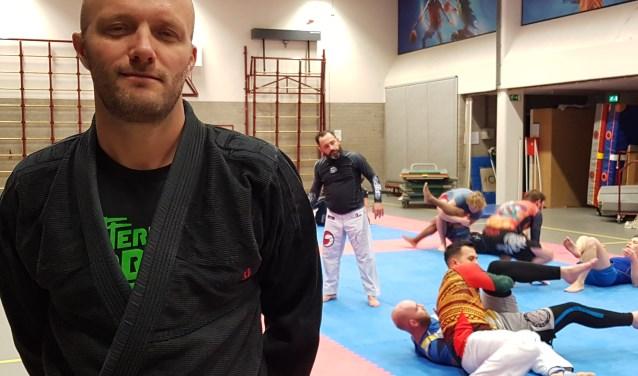 Alwin van Laar in de gymzaal aan de Josephstraat, waar Kenan Bajramovic de trainingen leidt van de senioren van Team Agua. (Foto: Emile Hilgers)